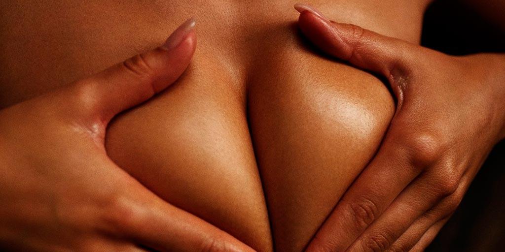 Секс когда член между грудями называется термин