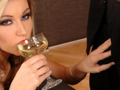 Техника выполнения минета «Пробка шампанского»